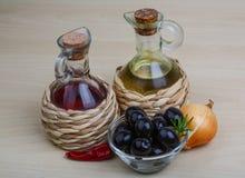 Petróleo verde-oliva e vinagre Fotos de Stock
