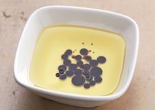 Petróleo verde-oliva e vinagre balsâmico fotografia de stock royalty free
