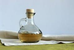 Petróleo verde-oliva em um frasco Fotografia de Stock