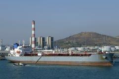 Petróleo y industria petrolera - buque de petróleo del grude Imagen de archivo