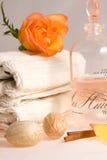 Petróleo y toallas del masaje Imágenes de archivo libres de regalías