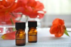 Petróleos esenciales con las rosas Imagen de archivo libre de regalías