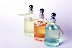 Petróleos esenciales en botellas claras Foto de archivo