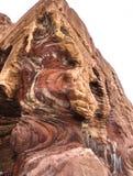 PETRA,约旦:在Petra,约旦的红色和黄色岩层 库存照片