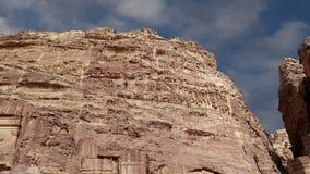 PETRA, Giordania, Medio Oriente -- è un simbolo della Giordania come pure il ` s della Giordania più-ha visitato l'attrazione tur stock footage
