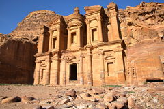 PETRA, JORDÂNIA: O monastério Al Deir imagens de stock