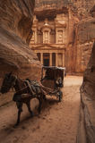 PETRA/JORDAN 5TH JANUARY 2007 - Horse and buggy ferries tourists Royalty Free Stock Image
