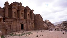 Petra, Jordanië - 2019-04-21 - Kloostertime lapse stock video