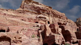 Petra, Jordanië, Midden-Oosten -- het is een symbool van Jordanië, evenals de het meest-bezochte toeristische attractie van Jorda stock footage