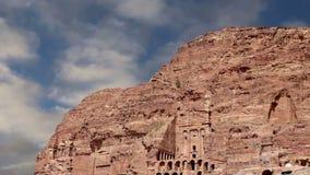 Petra, Jordanië, Midden-Oosten -- het is een symbool van Jordanië, evenals de het meest-bezochte toeristische attractie van Jorda stock video