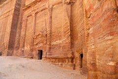 Petra, Jordania-- ja jest symbolem Jordania as well as Jordania odwiedzająca atrakcja turystyczna, zdjęcie stock