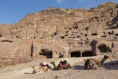 PETRA, Jordanie, le 25 décembre 2015 : Voûte en pierre dans la vallée de PETRA Photos stock