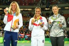 Petra Kvitova CZE (l), Monica Puig PUR y Angelique Kerber GER durante ceremonia de la medalla Fotografía de archivo