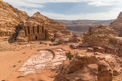 Petra Monastery da distância, Wadi Musa, Médio Oriente, Jordânia fotos de stock