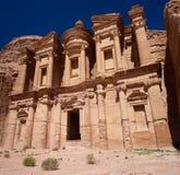 Petra Monastery em Jordânia em Ásia uma opinião do panorama imagens de stock royalty free