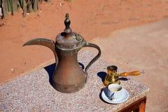 Petra Monastery em Jord?nia em ?sia uma opini?o de ?rvore imagens de stock royalty free