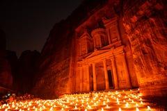 Petra nocą w Jordania częścią rockowy miasto obrazy stock