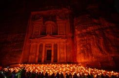 Petra nocą w Jordania z pięknym światłem obraz royalty free