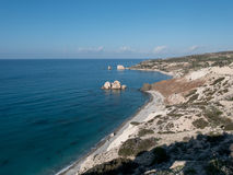 PETRA TOU ROMIOU, ΚΎΠΡΟΣ: Βράχος και παραλία Aphrodite ` s κοντά σε Pafos Στοκ φωτογραφία με δικαίωμα ελεύθερης χρήσης