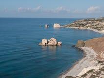 PETRA TOU ROMIOU, ΚΎΠΡΟΣ: Βράχος και παραλία Aphrodite ` s κοντά σε Pafos Στοκ Φωτογραφία