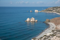 PETRA TOU ROMIOU, ΚΎΠΡΟΣ: Βράχος και παραλία Aphrodite ` s κοντά σε Pafos Στοκ Εικόνες