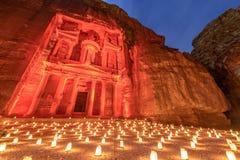 Petra vid natt i Jordanien Royaltyfri Foto