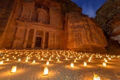 Petra vid natt i Jordanien Royaltyfri Bild