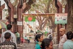Petrapole Benapole, Индия, 1-ое мая 2019 - Pics шейха Mujibur Rahman Bangabandhu, отец-основатель нации и люди стоковая фотография