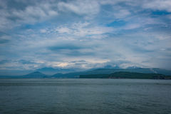Petravlosk-Kamchatsky de la bahía de Avacha foto de archivo