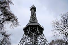 Petrin-Ausblick-Turm (1892), Eiffelturm ähnelnd, Petrin-Hügel-Park, Prag, Tschechische Republik Stockfoto