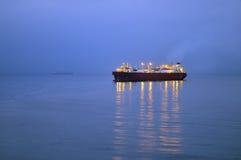 Petróleo e indústria do gás - petroleiro de petróleo do grude Fotos de Stock Royalty Free