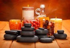 Petróleo essencial, sal de banho e pedras Imagens de Stock Royalty Free