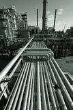 Petróleo-refinería en la oscuridad Fotos de archivo libres de regalías