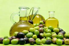 Petróleo verde-oliva virgem extra Foto de Stock Royalty Free
