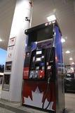 Petro加拿大加油站的一边 免版税库存照片