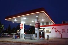 Petro加拿大加油站的一边 图库摄影