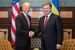 Petro波罗申科和乔・拜登在他们的会议期间在基辅 免版税图库摄影