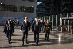 Petro波罗申科和延斯・斯托尔滕贝格 免版税库存照片