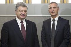Petro波罗申科总统和延什Stolt北约秘书长 免版税图库摄影