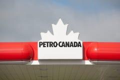 Petro-Kanada tecken Arkivbild