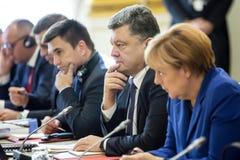 Petro Poroshenko, Ангела Меркель и Pavlo Klimkin Встречать в PA Стоковая Фотография RF