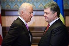 Petro Poroshenko e Joe Biden nel corso della loro riunione a Kiev Immagine Stock