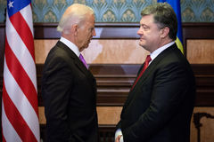 Petro Poroshenko en Joe Biden tijdens hun vergadering in Kiev Royalty-vrije Stock Afbeeldingen