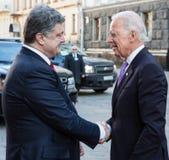 Petro Poroshenko en Joe Biden tijdens hun vergadering in Kiev Royalty-vrije Stock Foto