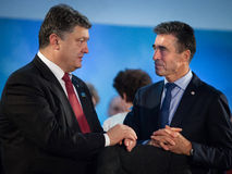 Petro Poroshenko et Anders Fogh Rasmussen au cours d'une réunion à t Image stock