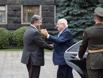 Petro Poroshenko et président d'Israel Reuven Rivlin Image stock