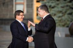 Petro Poroshenko i Ahmet Davutoglu Zdjęcia Royalty Free