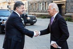 Petro Poroshenko i Joe Biden podczas ich spotkania w Kijów Zdjęcie Royalty Free