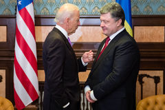 Petro Poroshenko i Joe Biden podczas ich spotkania w Kijów Zdjęcia Stock