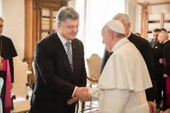 Petro Poroshenko och påve Francis Arkivfoton